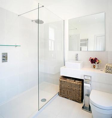 Conseils d co pour am nager une petite salle de bain for Barre lumineuse salle de bain