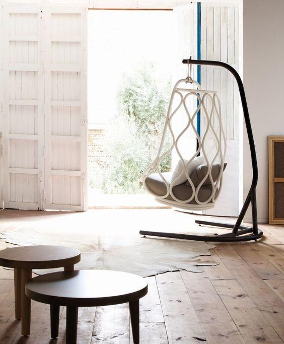 fauteuil suspendu avec pied