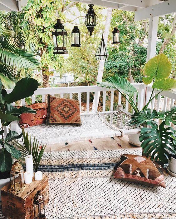 décoration bohème avec tapis et coussins