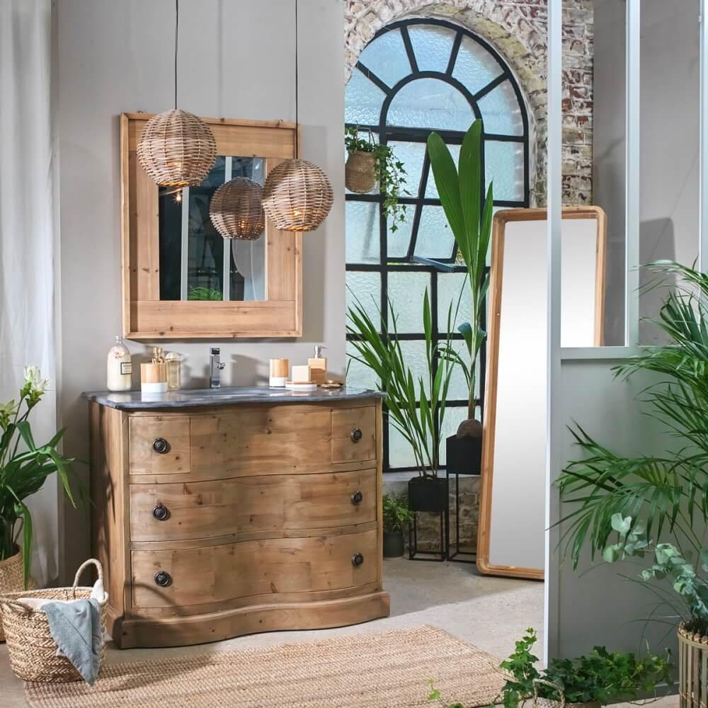 salle de bain bois clair avec accumulation de plantes vertes