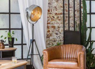 fauteuil en cuir dans une ambiance industrielle