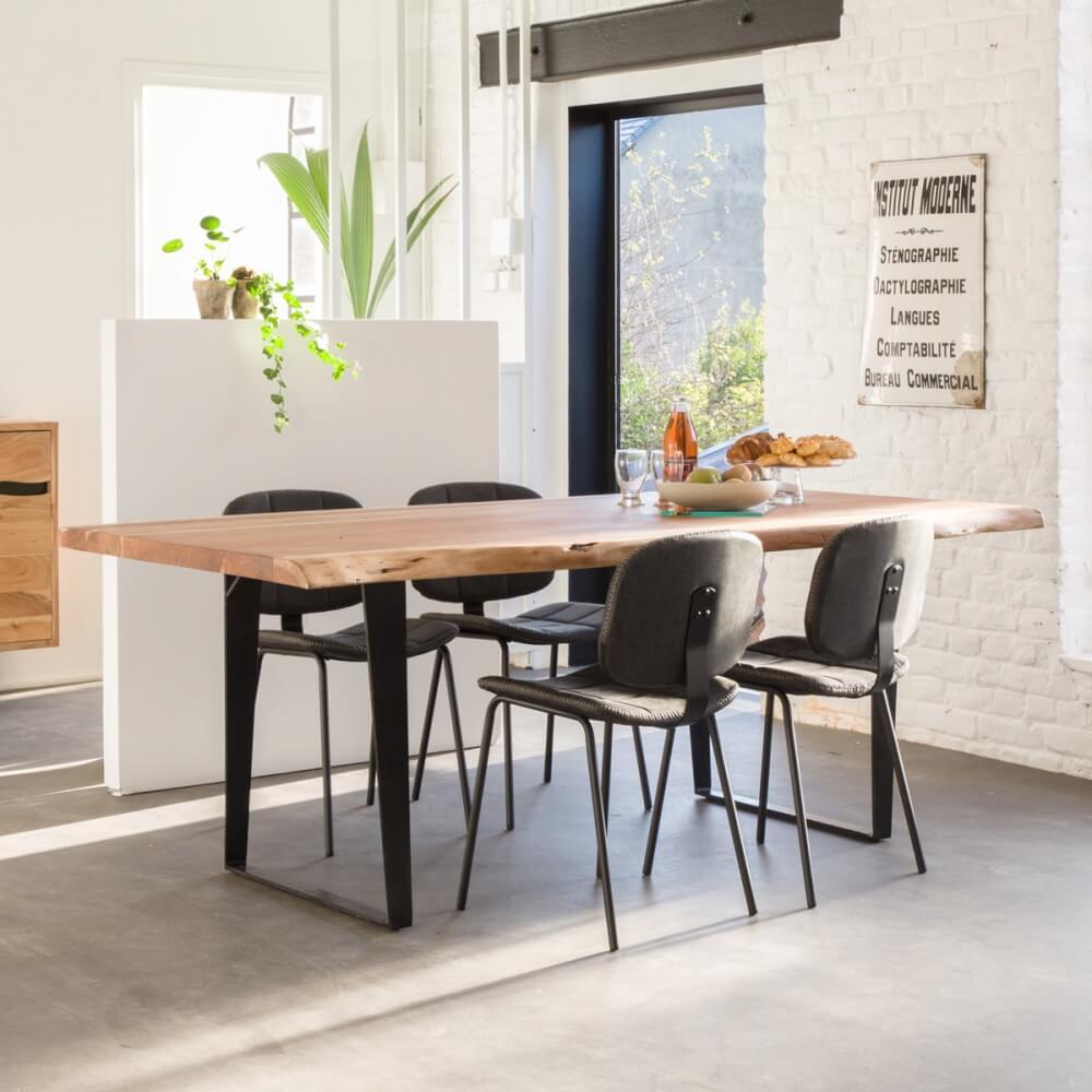 Table à manger en bois massif avec piétement en métal style industriel
