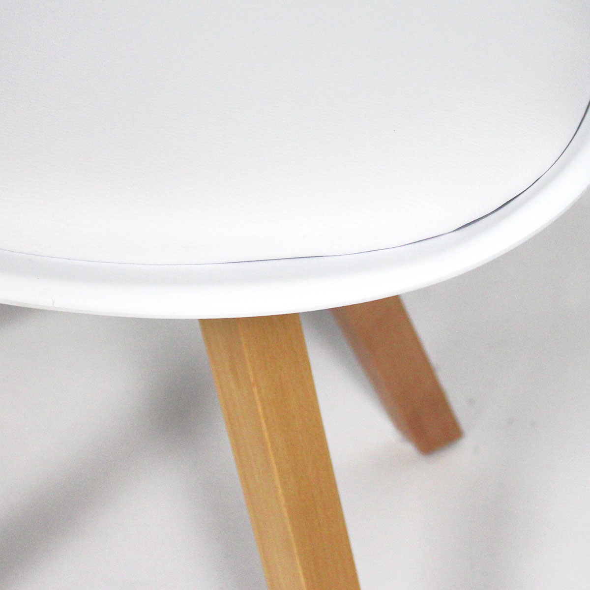 Chaise moderne blanche