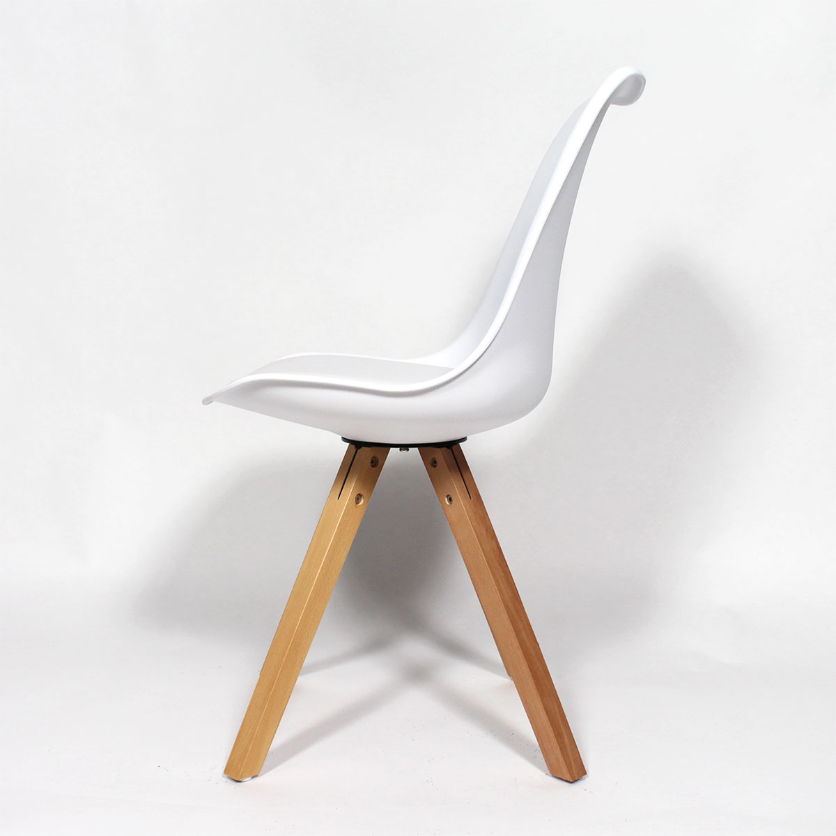 Chaise design scandinave blanche