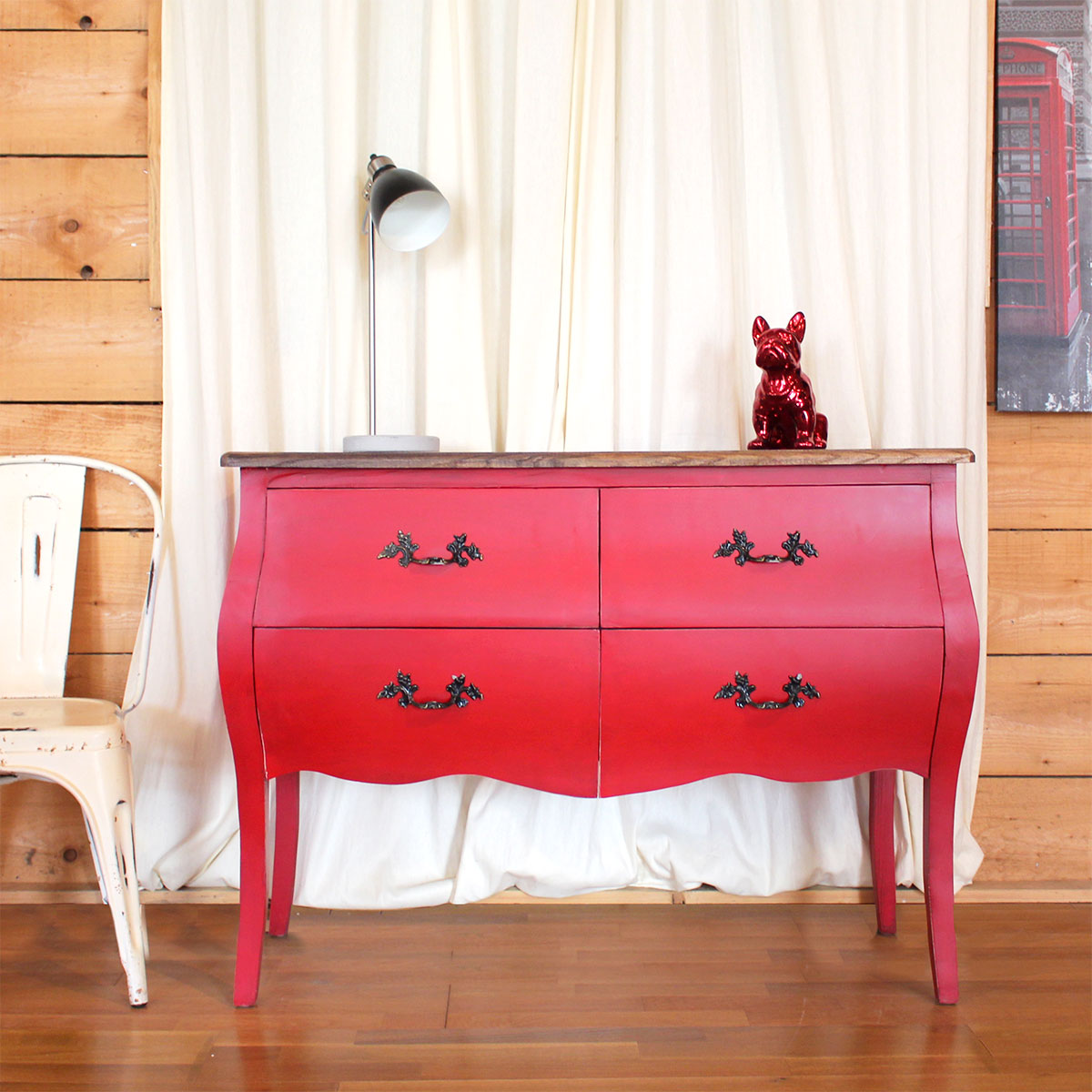 Commode rouge baroque